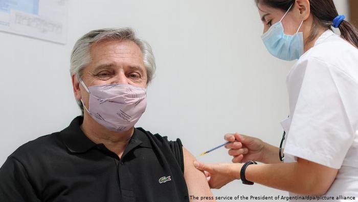 Argentinien Präsident Alberto Fernandez Impfung Covid-19