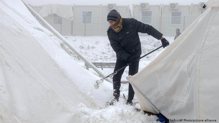 Bosnien Migranten Schnee