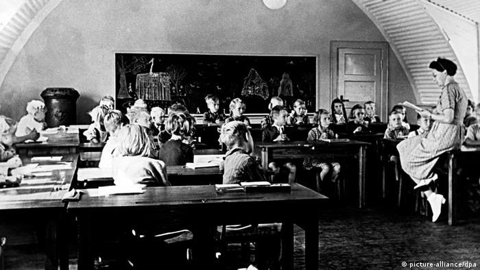 100 Jahre Grundschule | Nachkriegszeit - Schulunterricht