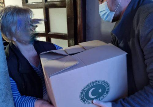 CHR Hajrat podijelio pakete pomoći u Priboju_607ed6735750c.jpeg
