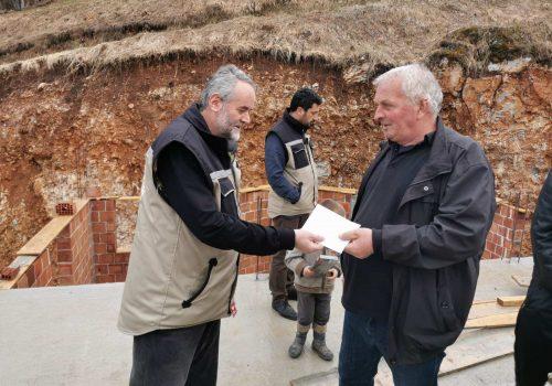 Direktor Hajrata uručio donaciju za izgradnju džamije u selu Hrta_607ed695ca422.jpeg