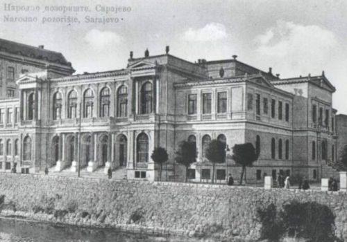 Za 100. rođendan Narodnog pozorišta Sarajevo predstava 'Protekcija' u režiji Kokana Mladenovića_616a38d805aa9.jpeg